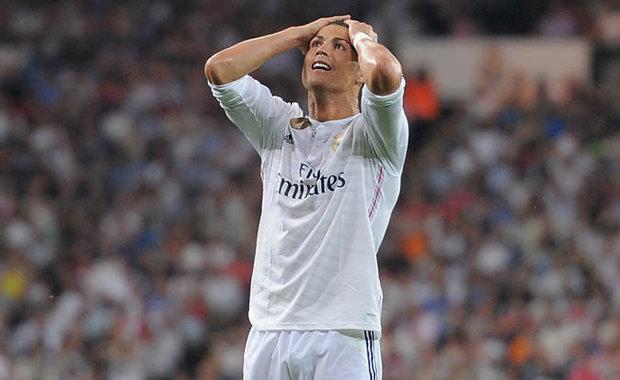 Ronaldo về Man United, chuyện tưởng chừng như không thể cách đây ít tháng giờ bỗng trở nên hoàn toàn có thể.  Quỷ đỏ không thiếu tiền và tham vọng. Còn Real hiện chẳng phải nơi đem lại hạnh phúc cho CR7.