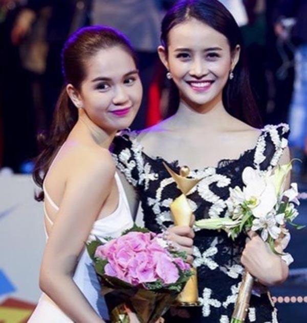 Thậm chí ngay cả khi công khai việc phẫu thuật thẩm mỹ hay sang Hàn Quốc nhận giải Người mẫu trẻ châu Á 2015, cô cũng không bị soi xét và ném đá nhiều như Ngọc Trinh.