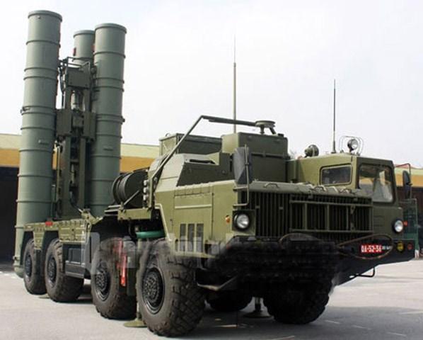 Xe mang phóng tự hành 5P85SE của tổ hợp S-300PMU1 Việt Nam. Ảnh: Quân đội nhân dân