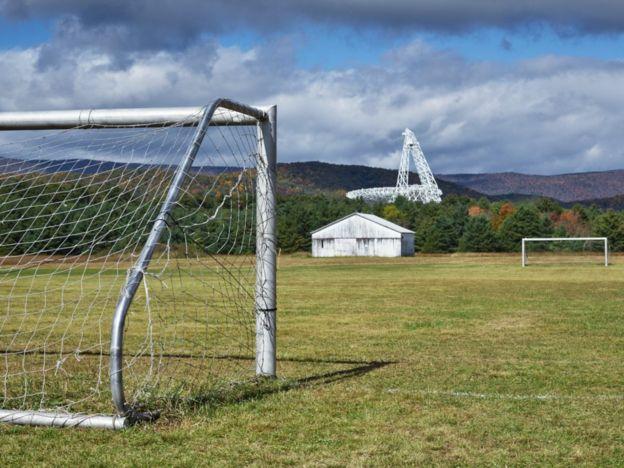 Sân bóng đá trong thị trấn