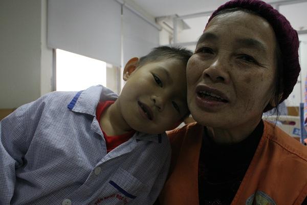 Những em bé bị bệnh tan máu bẩm sinh như em Hoàng Minh Ngọc (4 tuổi, Yên Thế, Bắc Giang) rất cần có máu để được truyền theo định kì.