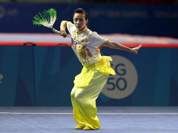 Màn biểu diễn kiếm thuật hoàn hảo của Dương Thúy Vi giúp Wushu giành được HCV đầu tiên tại đại hội.