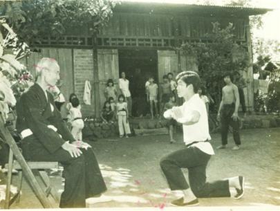 Võ sư Trần Tiến trong một buổi lễ bái sư.
