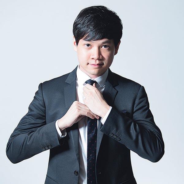 Bạn trai nghi án của Đặng Thu Thảo tên thật là Tín Nguyễn. Anh sinh năm 1987 và đang thừa kế Tập đoàn bất động sản Trung Thủy với chức danh Tổng giám đốc.