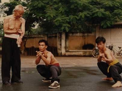 Võ sư Trần Tiến truyền thụ võ công cho đồ đệ.