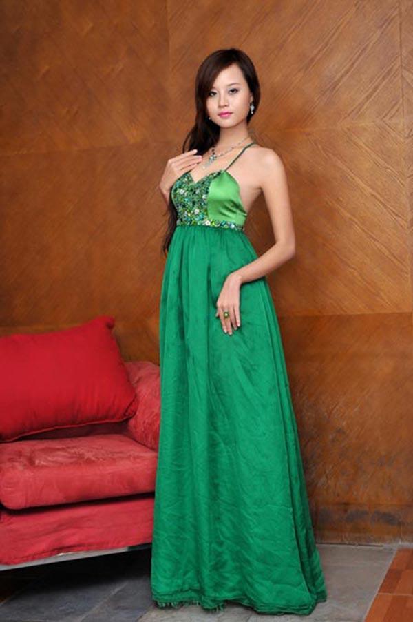 Tuy chỉ sở hữu chiều cao 1m68, cùng số đo: 79-60-93, song Lê Thu Huyền Trang luôn có tên trong danh sách ứng cử viên sáng giá tại cuộc thi nhan sắc lớn nhất Việt Nam.