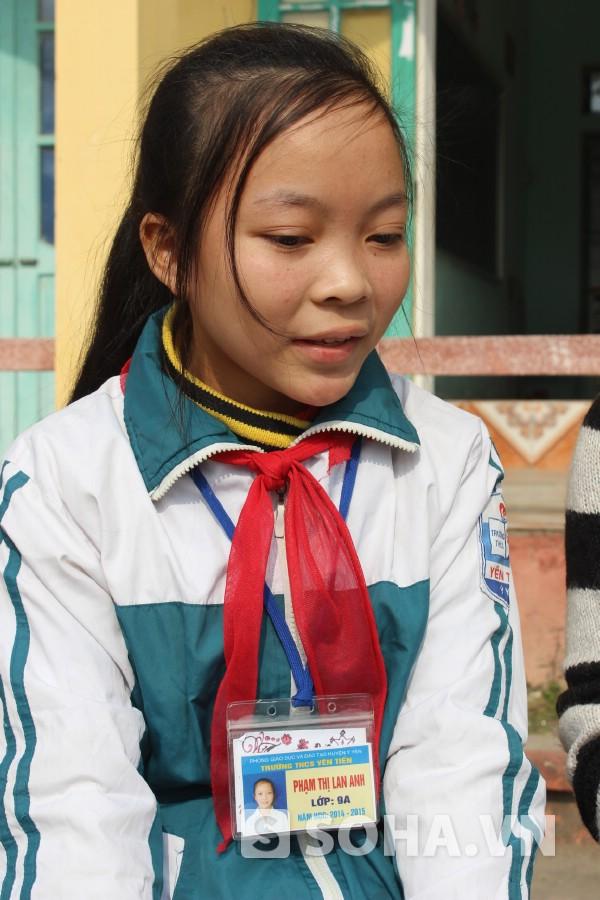 Em Phạm Thị Lan Anh (học sinh lớp 9A Trường THCS Yên Tiến) luôn ao ước có sách, truyện đọc.