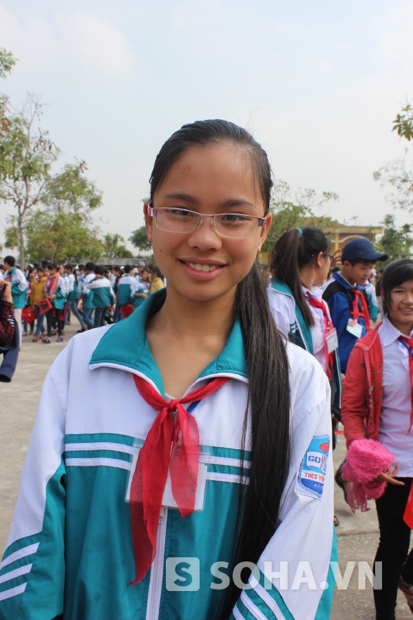 Em Nguyễn Phương Hà (HS lớp 9A) thì lại mê sách hơn ăn, ngủ.
