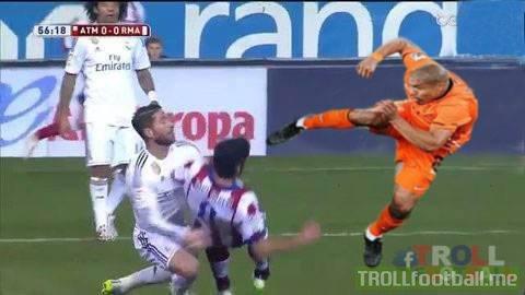 De Jong đã hại Ramos ư?