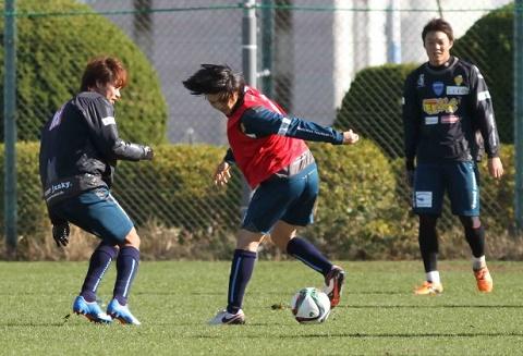 Tuấn Anh tập luyện tại Yokohama FC.