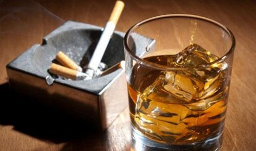 Nghiện rượu bia và thuốc lá khiến vòng 1 nhỏ lại