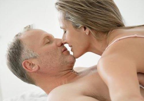 Ở tuổi tiền mãn kinh, người phụ nữ phải đối diện với rất nhiều thay đổi về tâm, sinh lý (Ảnh minh họa)