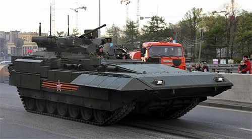 Trong Lễ duyệt binh Ngày Chiến thắng 2015, lần đầu tiên Nga giới thiệu xe chiến đấu hộ vệ tăng (BMPT) T-15.