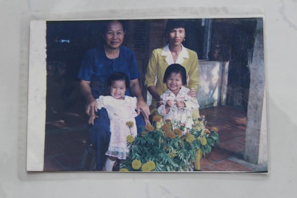 Ảnh chụp dịp Tết năm 1998 khi Ánh Viên được 2 tuổi.