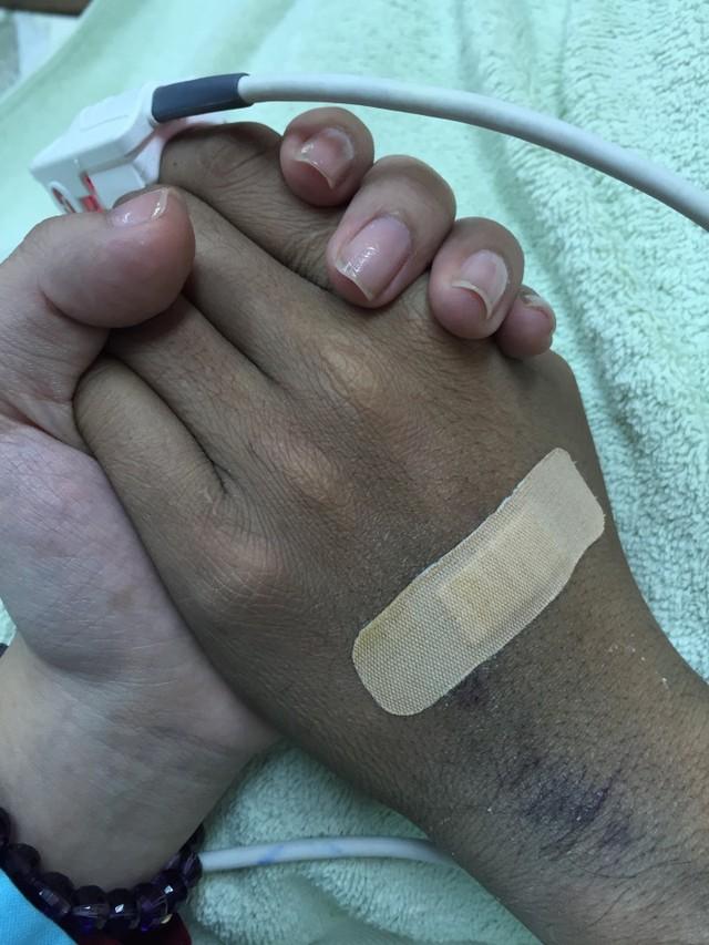 Lần nắm tay cuối cùng của người mẫu Duy Nhân với vợ, trước khi qua đời ở tuổi 29