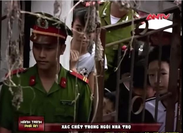 Cơ quan công an khám nghiệm hiện trường (Ảnh cắt từ clip ANTV)