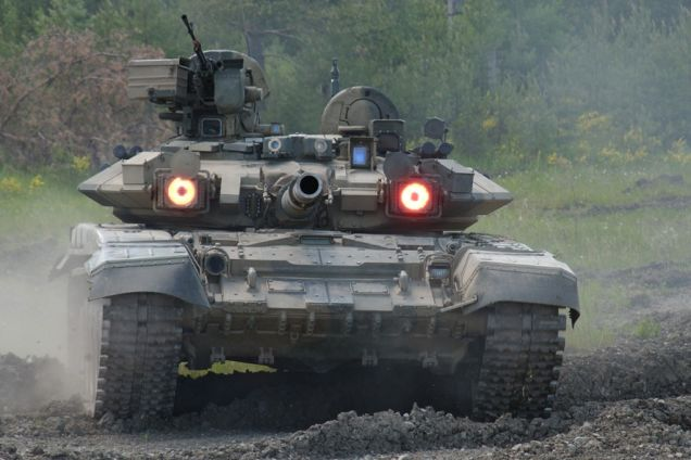 Xe tăng T-90 với Đôi mắt đỏ của hệ thống phòng vệ chủ động Shtora-1