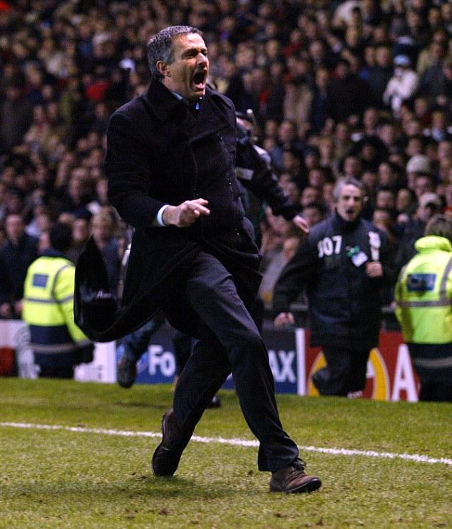 Mourinho trong chiến thắng trước Man United năm 2004.