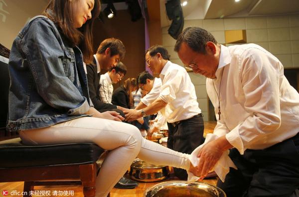 Nghi lễ rửa chân của Đại học Myongji diễn ra vào ngày 22/3.