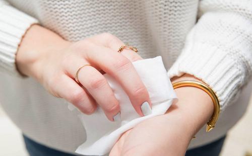 Tác hại khủng khiếp từ thói quen dùng giấy vệ sinh không đúng cách