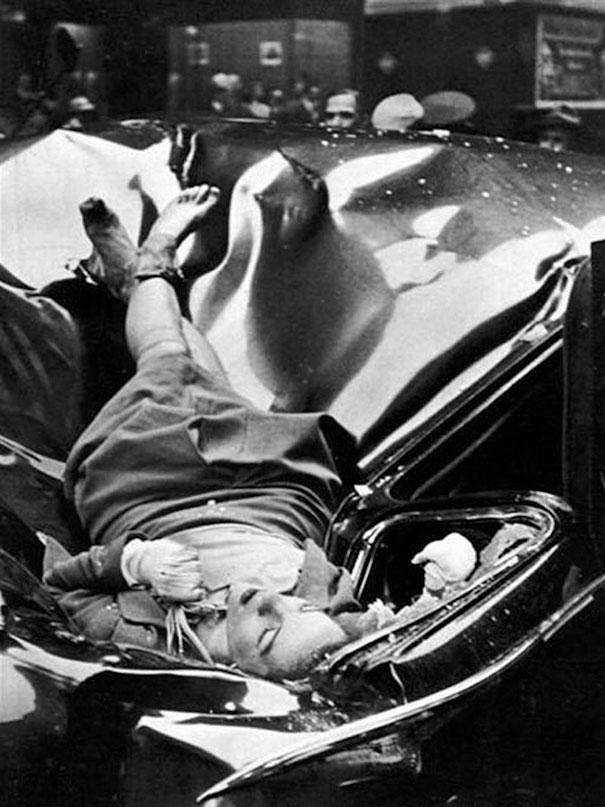Trong hình là một cô gái trẻ tên Evelyn McHale 23 tuổi vừa nhảy từ tầng thứ 83 của tòa nhà Empire State và rơi xuống chiếc limousine năm 1947. Điều kỳ lạ là, cơ thể cô như còn nguyên vẹn và cô dường như chỉ đang ngủ.