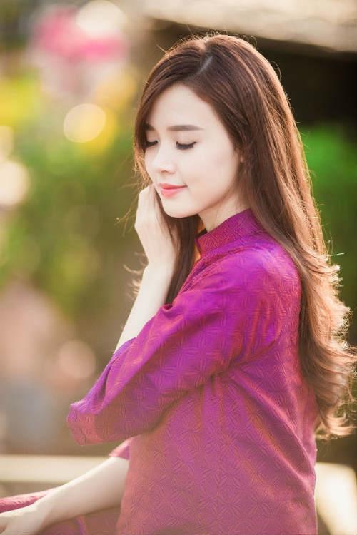 Hot girl Midu đẹp không tì vết trong trang phục áo dài