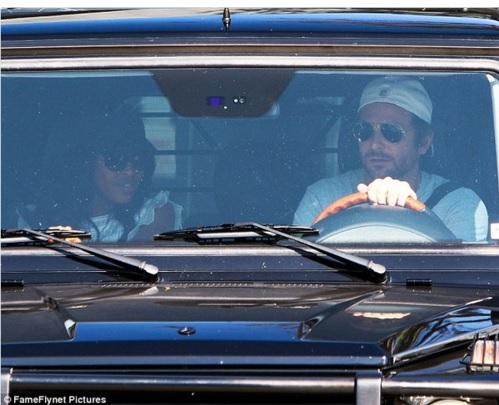 Naomi Campbell cùng Bradley Cooper xuất hiện bất ngờ bên nhau và bị đồn đang lén lút quan hệ tình ái.