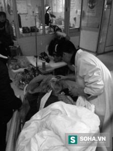 Anh Trương được cấp cứu trong bệnh viện.