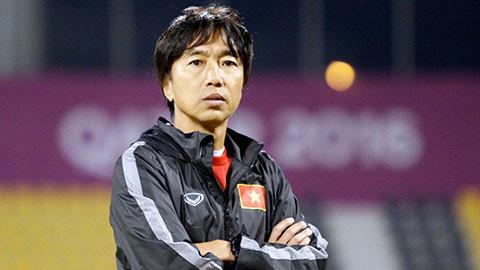 HLV Miura vẫn đang rất cố gắng trong những ngày có thể là cuối cùng với bóng đá Việt Nam.