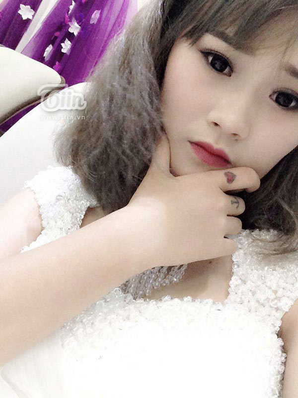 Nữ sinh 19 tuổi và hình xăm 'cô gái thiên thần' kín lưng