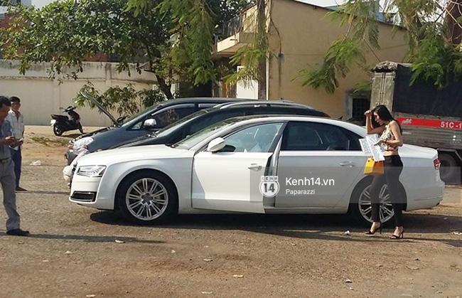 Công Vinh - Thủy Tiên vừa sắm siêu xe Audi A8L nên nhượng lại chiếc Audi A5 cho đàn em Hoàng Thịnh.