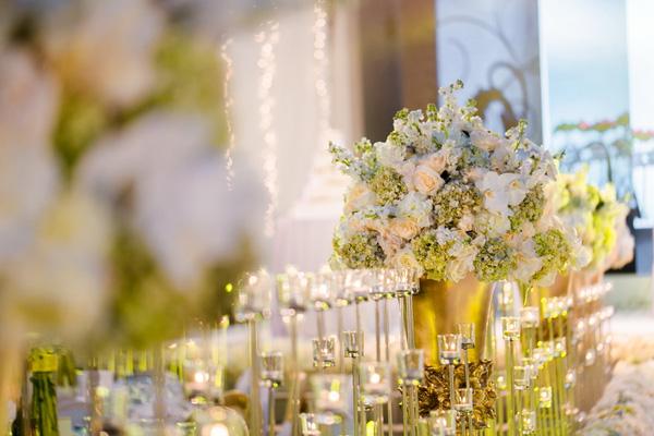 Đám cưới của Tuấn Tú - Phương Anh lộng lẫy với nến và hoa.