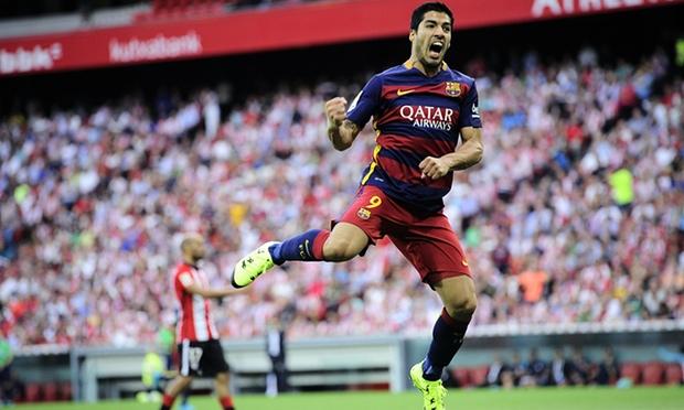 Luis Suarez đã có bàn thắng thứ 30 cho Barcelona trong mùa giải 2015/16