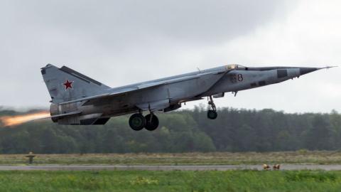 Tiêm kích đánh chặn MiG-25.