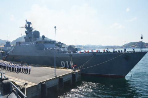 Chiến hạm 011 - Đinh Tiên Hoàng rời Cam Ranh thăm Ấn Độ và thăm Singapore - Ảnh: Trọng Thiết.