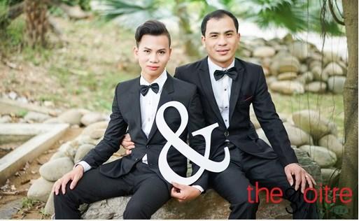 Những ngày gần đây, cư dân mạng đang hết sức sửng sốt trước quyết định tổ chức đám cưới của cặp đôi đồng tính Lê Văn Minh (sinh năm 1993) và Đào Xuân Tuyên (sinh năm 1979) đến từ TP.Thanh Hóa.