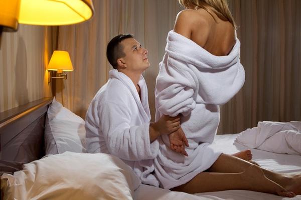 Quan hệ tình dục quá nhiều sẽ làm cho cơ thể mệt mỏi, tinh khí suy hao, khí huyết hư tổn… Ảnh minh họa
