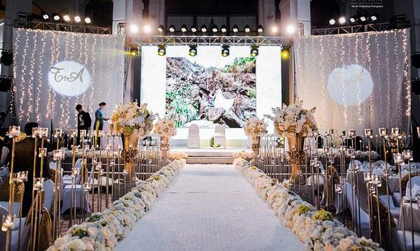 Không gian đám cưới đẹp như trong mơ của cặp đôi