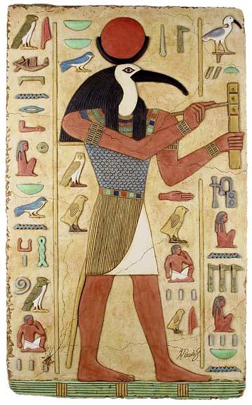 Thần Thoth được khăc họa trên các bức tượng trong lăng mộ