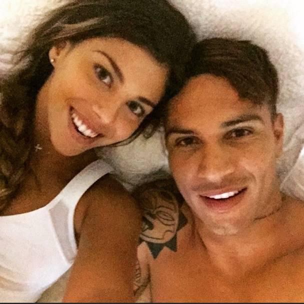 Hình ảnh của Paolo Guerrero và bạn gái mới thường khiến nàng Evans phát điên.