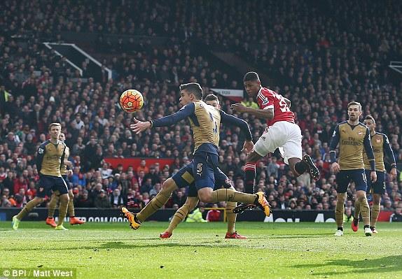 Rồi chỉ vỏn vẹn 3 phút sau, Marcus tra tấn trái tim NHM 2 đội. Fan Man United thì quá hưng phấn, trong khi NHM Pháo thủ như chết đứng. Trong trận thứ 2 cho Man United, Rashford lại có thêm cú đúp cho riêng mình.