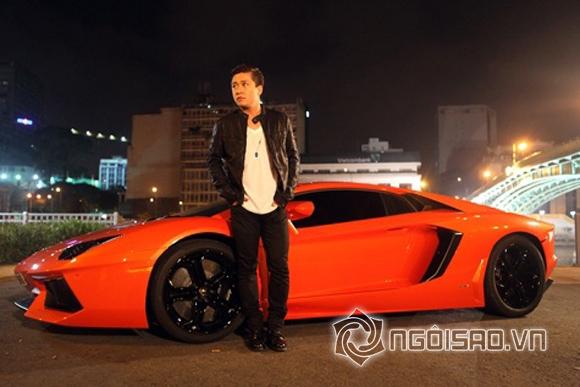 Năm 2013, khi có những thông tin siêu xe Lamborghini Aventador LP700-4 mới về Việt Nam, Tuấn Hưng đã lập tức khoe trên trang cá nhân những hình ảnh đầu tiên của chiếc xế hộp cá tính. Và đây là một trong hai em Aventador đầu tiên về Việt Nam.