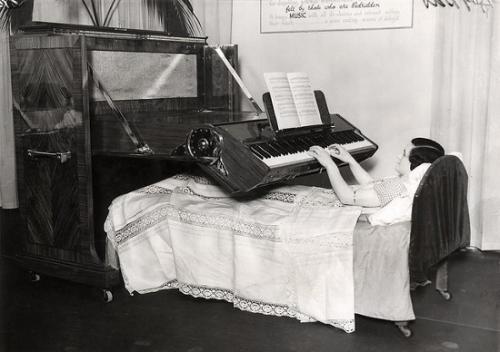 Đàn piano dành cho người nằm.