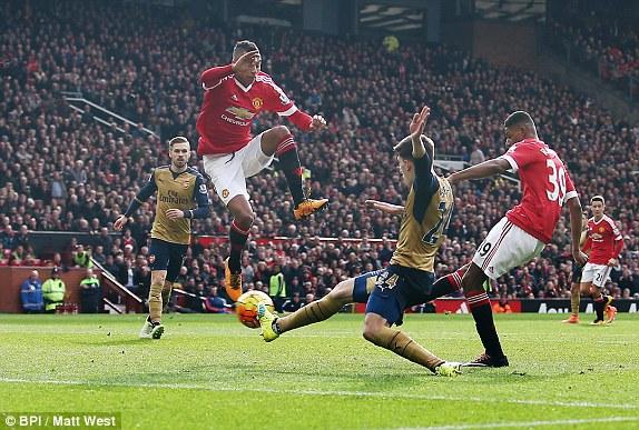 Phút 29, Marcus Rashford làm nên điều không tưởng với bất cứ ai yêu Man United nhất: Ghi bàn mở tỷ số cho Quỷ đỏ ở Old Trafford, trước địch thủ cực mạnh Arsenal.