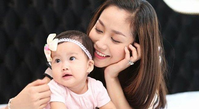 Ốc Thanh Vân được mệnh danh bà mẹ bỉm sữa của showbiz Việt.