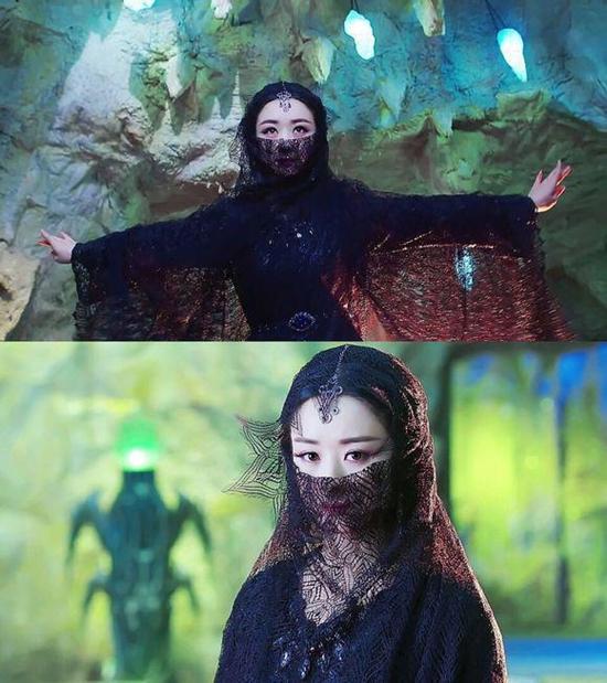 Tạo hình của Triệu Lệ Dĩnh trong Thục sơn chiến kỷ kiếm hiệp truyền kỳ thường là trang phục có tông màu tối để phù hợp với vai diễn Ngọc Vô Tâm, con gái của đại ma đầu.