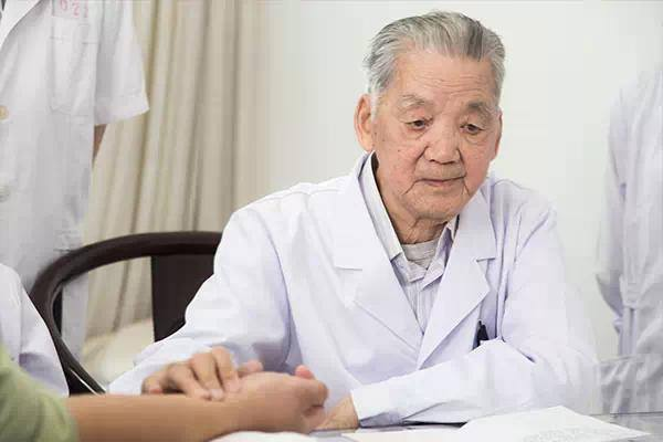 Chân dung ông Lộ Chí Chính - truyền nhân nổi tiếng của ngành y học cổ truyền Trung Quốc (Ảnh: nguồn internet)