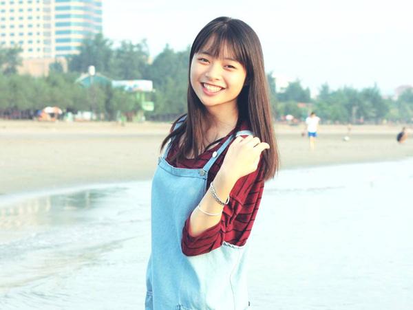 Ngọc Hà - cô bạn tươi tắn này học cùng lớp 12 chuyên Anh với Khánh Vy đấy!