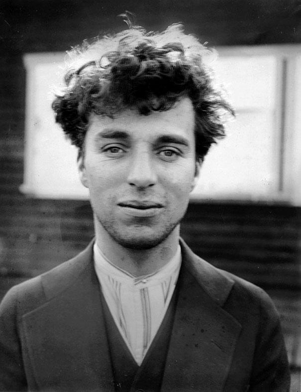 Bức ảnh chụp Vua hề Sác-lô (Charlie Chaplin) năm 27 tuổi. Ảnh chụp năm 1916
