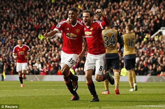 Mata đã phấn khích trước màn trình diễn của Rashford từ trận thắng Midtjilland 5-1 và giờ anh lại có dịp ăn mừng với cậu đồng đội trẻ măng.